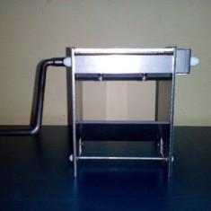 Masina de taiat - Masina profesionala pentru taiat tutun firicel la 0.8mm---RS 100 sau S100