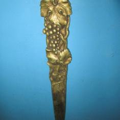 Arta din Metal - Cutit decorativ vechi de Birou in bronz masiv, design vita de vie.