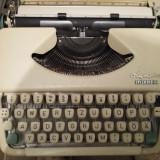 Masina de scris Olympia Splendid 33 - taste albe