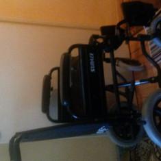 Carucior pentru persoane cu dezabilitati locomotorii - Scaun cu rotile