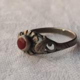 Inel argint vechi Finut cu piatra semipretioasa rosie executat manual de Efect