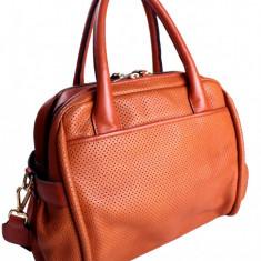 Geanta Musette Cristhelen B., model perforat, nuanta burnt orange - Geanta Dama, Culoare: Din imagine, Marime: Medie, Piele